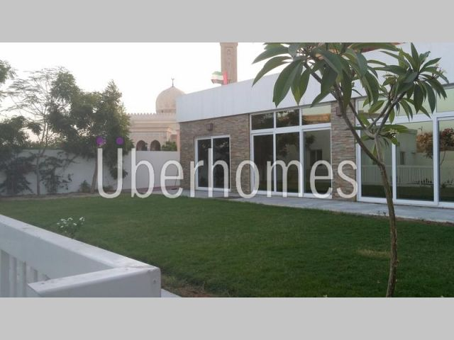 Independent Beach-side Umm Souqaim 3BR villa