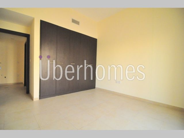 1 Bedroom Open Kitchen with balcony